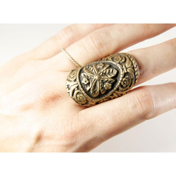 Shield Ring on Wicked Peacock